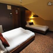 FAMILY-ROOM-7-180x180 Hotel